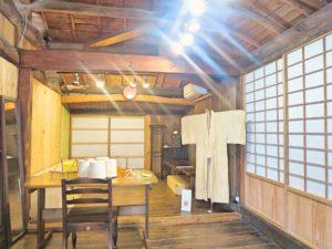 宝島の芭蕉布の工房内