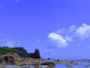 宝島の灯台下の潮だまり