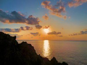 宝島のやさしい夕暮れの空