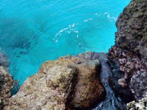 宝島の透き通る碧い海