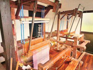 宝島の芭蕉布の織り機