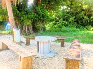宝島の憩いの木陰