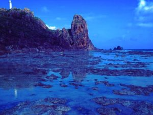 宝島の瑠璃色の潮だまり