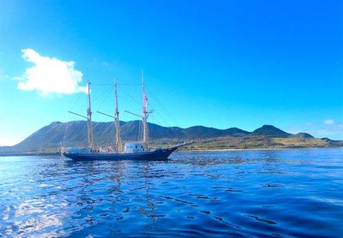 宝島へ向かう帆船