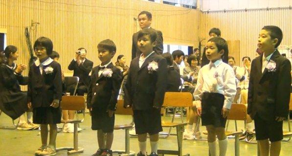 入学式の入場シーン